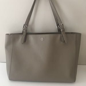 Tory Burch York Buckle Tote in French Gray